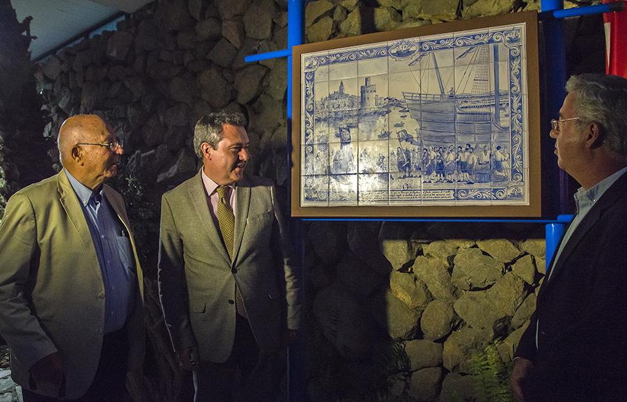 Inaugurado el retablo cerámico conmemorativo de la Primera Vuelta al Mundo